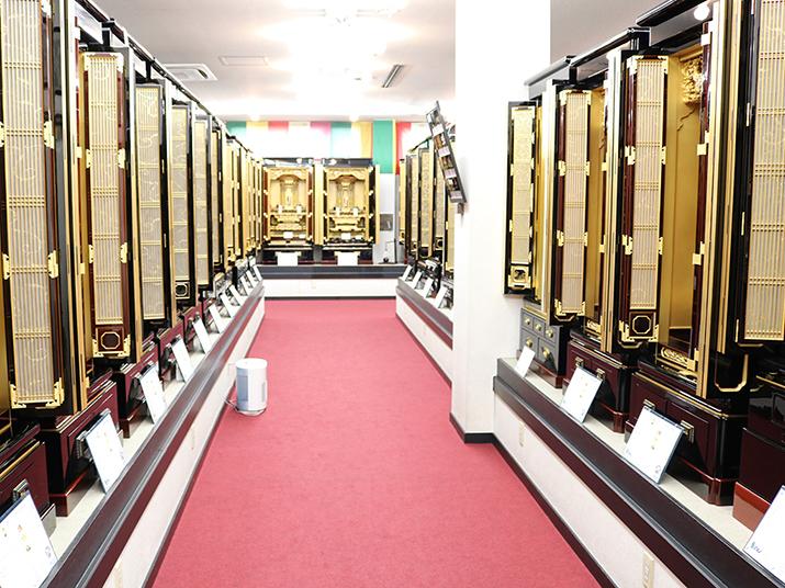 仏壇のシメノ店内金仏壇コーナー
