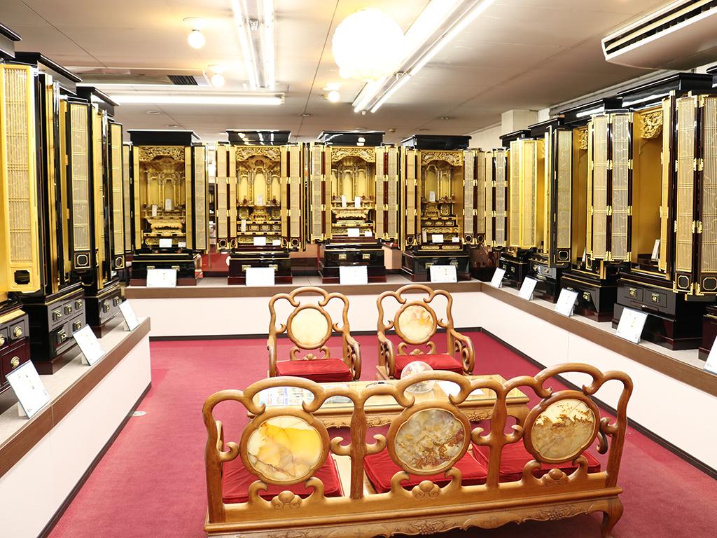 仏壇のシメノ堺鳳店内 金仏壇コーナー写真