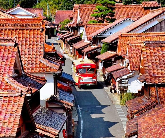 岡山県高梁市の赤い町並みイメージ