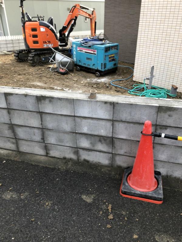 ブロック積みの塀