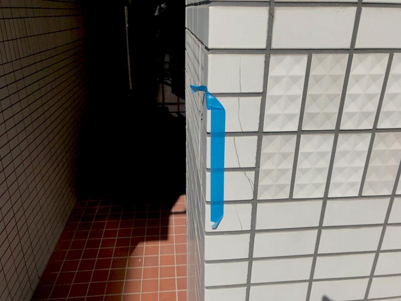 マンション外壁のタイルひび割れ